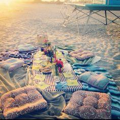 Beach Picnic: Sweet Friends, Good Food, Summer Love