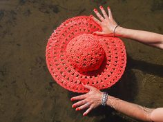 omⒶ KOPPA: Virkattu kesä(lieri)hattu Knit Crochet, Crochet Hats, Bag Pattern Free, Saddle Bags, Knitting, Crafts, Beanies, Knitting Hats, Manualidades