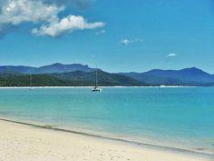 Whitsunday Island, Whitehaven Beach, Australia.   @lozza_j