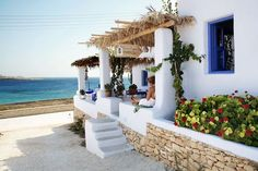 Gitonia tis irinis accommodation in Koufonissia Greek islands Places To Travel, Places To Go, Greek Sea, House By The Sea, Dream House Exterior, In Ancient Times, Greece Travel, Greek Islands, Vacation Spots
