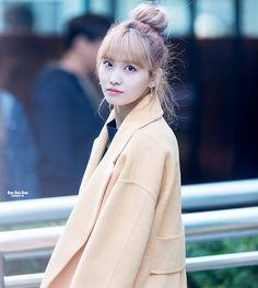 (THROWBACK) 2/2 MOMO X BUN #mobun . Okayyyy soo for #happy200followers  im gonna do a 20 facts speciallll . .Here we goooo 20 facts about me 1) im a girl  2) im a twice snsd and bts trash  3) im from singaporee #singaporeonce  4) my favourite foods are (brace yourself for the long list) ramen mushroom noodle  nasi lemak fried rice chips sushi sweets okay ill stop here for noww  5) i can speak chinese  emglish hokkien a little koreanbleh/ 6) is started stanning twice during sixteen became a…