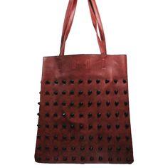 9ef0db479d Sac à main rouge bordeaux en simili-cuir avec rivets - clous, et pochette  de soirée fournie