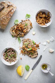 Chanterelle & Black-Eyed Bean Bruschetta (Includes recipe for Dutch Oven No-Knead Herb Bread) // Green Kitchen Stories