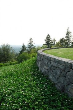 stone wall with ground cover behind. Landscape Walls, Landscape Architecture, Landscape Design, Garden Design, Modern Landscaping, Backyard Landscaping, Landscaping Ideas, Retaining Wall Design, Retaining Walls
