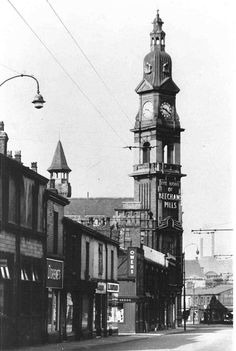 Old Photo of Beechams when it had a sign St Helens Town, Saint Helens, My Town, Back In The Day, Empire State Building, Old Photos, Over The Years, Statue Of Liberty, Quince Recipes