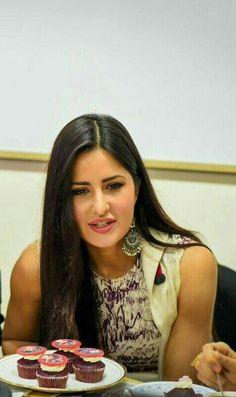 Most Beautiful Bollywood Actress, Bollywood Actress Hot Photos, Bollywood Girls, Bollywood Actors, Bollywood Fashion, Katrina Kaif Hot Pics, Katrina Kaif Images, Katrina Kaif Photo, Katrina Kaif Wallpapers