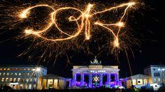 Vom Brandenburger Tor bis zur Siegessäule hat sich Berlins Partymeile zum Jahresausklang für den Ansturm von Besuchern gerüstet. Erwartet werden bis zu einer Million Gäste.