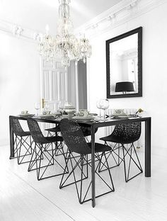 ::INTERIORS:: An elegant dining room
