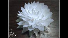 МК Красивый бело-серебристый лотос