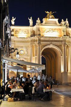 Vue sur l'arc Héré de nuit , Nancy, Lorraine, France. For Details about this CIty: http://en.nancy-tourisme.fr/home/