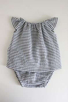 Baby clothes should be selected according to what? How to wash baby clothes? What should be considered when choosing baby clothes in shopping? Baby clothes should be selected according to … Baby Kind, My Baby Girl, Baby Baby, Baby Girls, Baby Girl Romper, Dress Girl, Toddler Girls, Baby Girl Fashion, Kids Fashion
