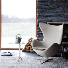 Ægget by Arne Jacobsen. Hate the white side table. Luv the rest