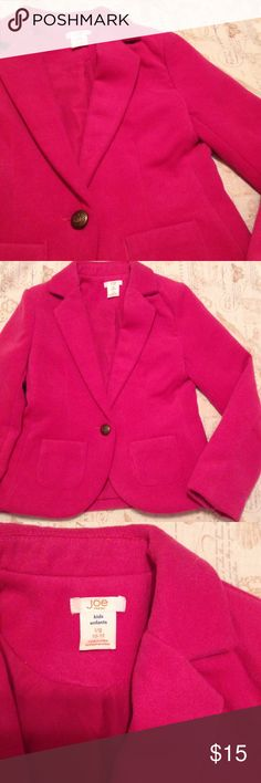 Joe Fresh Blazer - Girl Your girl will look sharp in this classic fitted blazer. Features notch collar, 1 button closure, 2patch pockets, back vent, fully lined in pink! Excellent pre owned condition. Like new! Age 10-12. Reasonable Offers ok. Joe Fresh Jackets & Coats Blazers