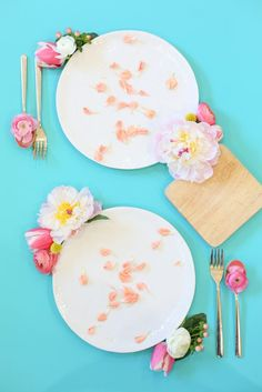 Flowers for Dinner Happy May, Table Set Up, Cute Kitchen, Lets Celebrate, Table Settings, Place Settings, Elementary Schools, Creative Art, Tablescapes