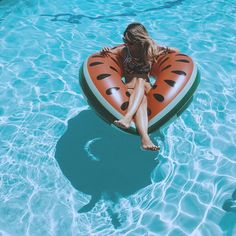 Don't Go On Vacation Without THIS - Travel The World Perfect Summer Pool Accessory Watermelon Print Inflatable Ocean Photography, Photography Poses, Watermelon Pool Float, Photoshop Book, Pool Poses, Swimming Pool Photos, Pool Picture, Pool Accessories, Pool Floats