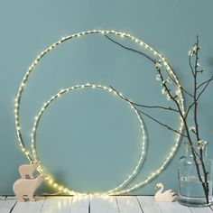 Cercle lumineux blanc à leds Led Diy, Deco Floral, Pearl Necklace, Baby Shower, Wreaths, Candles, Pearls, Wedding, Jewelry