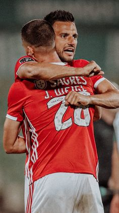 Benfica Wallpaper, Roman Reigns, Gay Couple, Worlds Of Fun, Football Players, Drugs, First Love, Portugal, Couples
