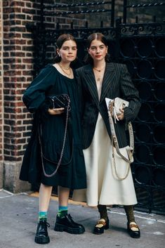 New York Fashion Week Delivered All the Street Style You've Been Waiting For New York Fashion Week Street Style, Spring Street Style, Street Chic, Formal Dresses For Teens, Formal Gowns, Elegant Dresses, Streetwear, Khadra, Fashion News
