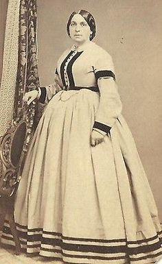 CDV PHOTO LOVELY VICTORIAN WOMAN BEAUTIFUL FASHION HOOP DRESS NICE STRIPES CWE