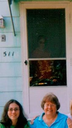 Top Ghost and Paranormal Pictures of 2013: Front Door Ghost