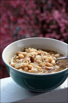 Chicken & White Bean Chili Soup -- easy and nutritious!  via the Amazing @fannetasticfood