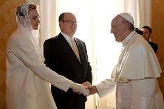 Charlene de Mónaco es una de las siete mujeres que puede vestir de blanco frente al Papa Francisco