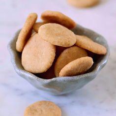 Elavegan - Simple, healthy and delicious vegan recipes Vegan Vanilla Wafer Recipe, Vanilla Cookies, Homemade Vanilla, Gluten Free Treats, Gluten Free Desserts, Vegan Treats, Southern Banana Pudding, Plain Cookies, Vegan Tiramisu
