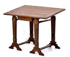 Lote 11 - ESTIRADOR DE DESENHO - Antigo em madeira. Estrutura composta de 2 cavaletes e tampo com gaveta. Dim: 86x120x83 cm. Nota: o tampo é amovível. Sinais de uso. Tampo com ligeiro empeno - Current price: €140