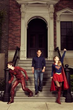 The flash and supergirl I love it