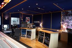Created by the best drummers, in the best studios, with the best producers. Drum samples don't sound better than this. Sound Studio, Sounds Good, Drums, Studios, Sofa, The Originals, Home Decor, Settee, Decoration Home