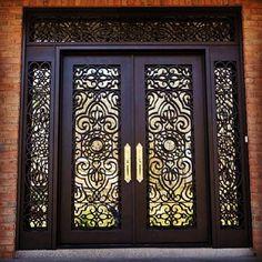 moderna o Vintage Front Door Entryway, Modern Front Door, Wood Front Doors, Entrance Doors, Wooden Doors, Main Gate Design, Door Gate Design, Wooden Door Design, Decorative Metal Screen