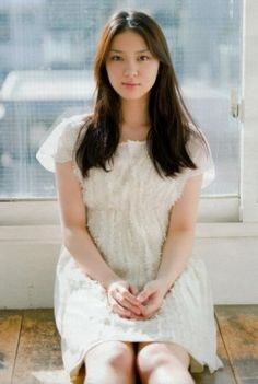 Emi Takei, born on December 1993 in Nagoya, Japan, is a Japanese actress, model and singer. Emi Takei, Young Actresses, Kimono Dress, Mori Girl, Looking Gorgeous, Japanese Girl, Girl Photos, Cute Girls, Asian Girl