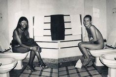 Naomi Campbell and Kate Moss on the loo