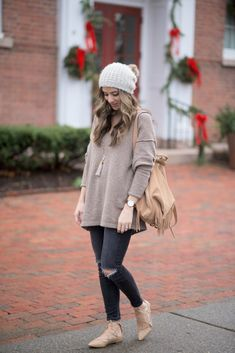 Free People Softly V Sweater with distressed black denim and lace up flats Mom Outfits, Winter Outfits, Casual Outfits, Cute Outfits, Fashion Outfits, Fashion Ideas, Simple Outfits, Fasion, Fashion Tips