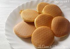 Ecco la ricetta dei dorayaki, il dolce di Doraemon, un dolce da farcire con la crema che preferite, miele o marmellata per una perfetta colazione o merenda.