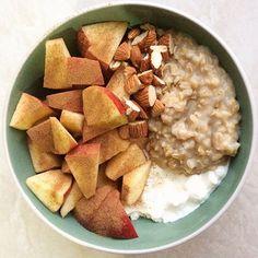 Buongiorno a tutti! 😁 #colazione con #porridge d'avena 🌾, con yogurt greco 🍼, mandorle 🌰, mela 🍎 e cannella 🍂😍😋. Buona giornata 💖 #healthy #healthylife #healthylifestyle #healthydiet #healthyfood #healthyeating #healthyrecipe #eathealthy #healthynotskinny #strongnotskinny #balance #food #instafood #fooddiary #foodblog #foodpics #diarioalimentare #cibosano #dietasana #vitasana #alimentazionesana #fit #fitness #mangiaresano #colazioneitaliana #breakfast #breakfasttime
