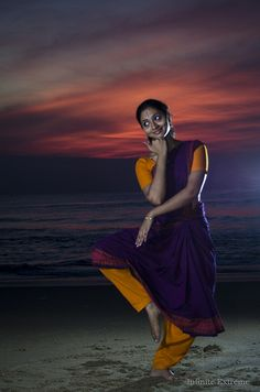 Loved How a Dance Can Call Upon Nature Dance Photography Poses, Dance Poses, Girl Photo Poses, Girl Poses, Kathak Dance, Dance Silhouette, Indian Classical Dance, Dance World, Dance Paintings