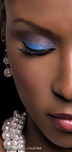 Blue/purple eye shadow - soft yet powerful look