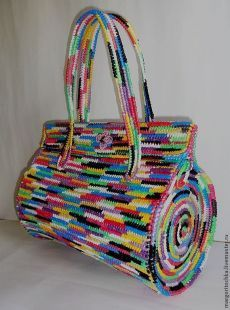 Plastic Canvas Bag Models - Bags and Purses 👜 Crochet Handbags, Crochet Purses, Crochet Bags, Free Crochet, Crochet Pattern, Freeform Crochet, Tapestry Crochet, Handmade Handbags, Handmade Bags
