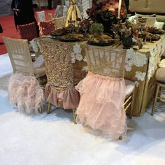 Classy and feminine; love the variation! would make sure to keep in the same color tone as in this picture otherwise it would distract too much from your table