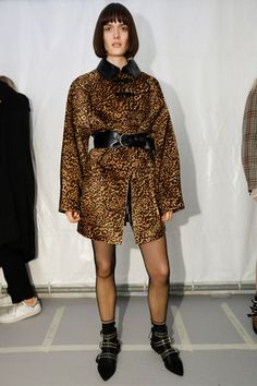 See beauty photos for Isabel Marant Fall 2016 Ready-to-Wear collection.