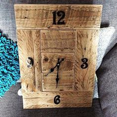Pallet Wall Clock - 50+ DIY Pallet Ideas That Can Improve Your Home   Pallet Furniture - Part 5