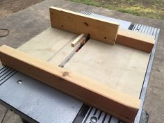 Router jig for box joints