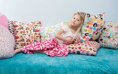 It's so comfortable! Diy Clothes, Bean Bag Chair, Blankets, Toddler Bed, Textiles, Pillows, Sewing, Kids, Handmade