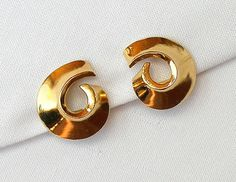 Vintage Gold Swirl Earrings Bold Designer Abstract Fashion Statement Clip On
