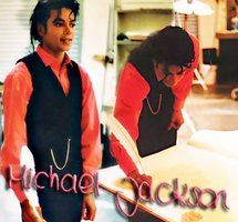 Michael Jackson rare I MIGHT HAVE ALREADY POSTED THIS...BUT OMJ HE LOOKS SO DAMN HAWT!!!