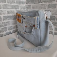 Newest Totally Free Casual denim bag Thoughts I really like Jeans ! And even more I want to sew my own, personal Jeans. Next Jeans Sew Along I a Jean Purses, Purses And Bags, No Smoking, Artisanats Denim, 31 Bags, Tote Bags, Denim Handbags, Old Jeans, Levis Jeans