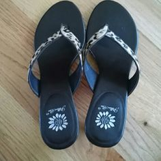 Calf hair thong sandal Cheetah print Brown insole Leather upper Worn 2 or 3 times Yellow Box Shoes