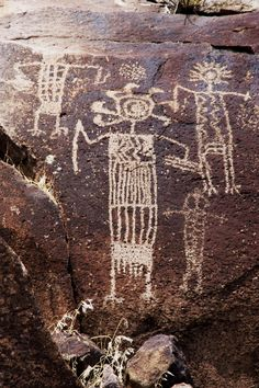 At prehistoric rock art sites around the world, we find mysterious messages from ancient peoples and civilizations. Native Art, Native American Art, Rennaissance Art, Ancient Discoveries, Cave Drawings, Ancient Aliens, Ancient History, Art Sites, Aboriginal Art