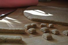 Trainings-Leckerlis für Hunde mit Leberwurst. Eure Hunde werden alles für euch tun. Ein einfaches Hundeleckerli-Rezept mit Leberwurst